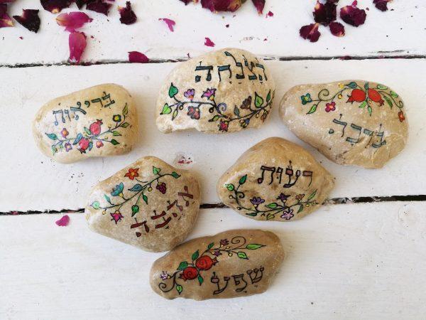 אבנים מצוירות